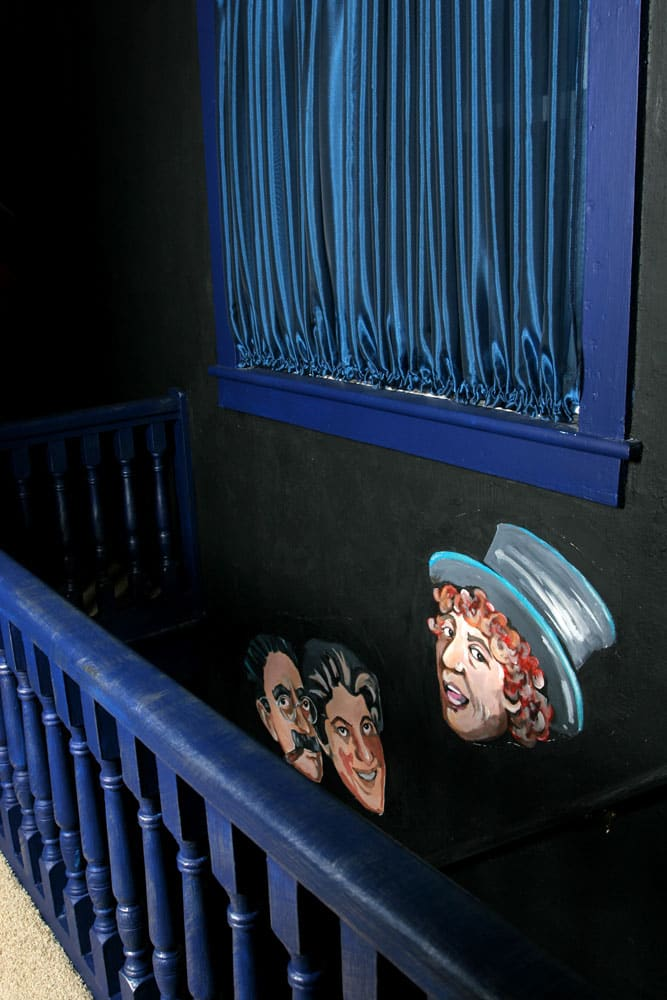 Hammonton-stairway-wall-art-and-window-treatment